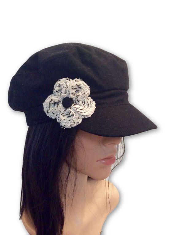 AUGUST HAT | כובע שחור פרח לבן אוגוסט הט