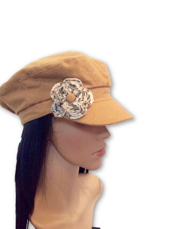AUGUST HAT | כובע קאמל פרח לבן אוגוסט הט