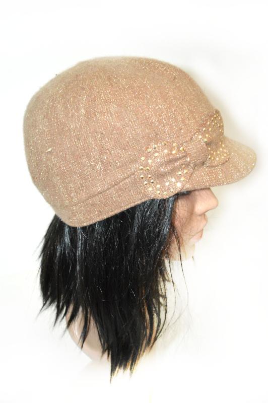 AUGUST HAT   כובע קסקט נוצץ בז׳ אוגוסט הט