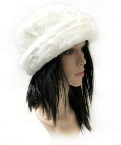 NINE WEST | כובע נשים פרווה לבן ניין ווסט